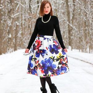 Dresses & Skirts - Floral midi  skrit